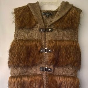 New Sioni Knitted Fake Fur Sleeveless Hooded Vest